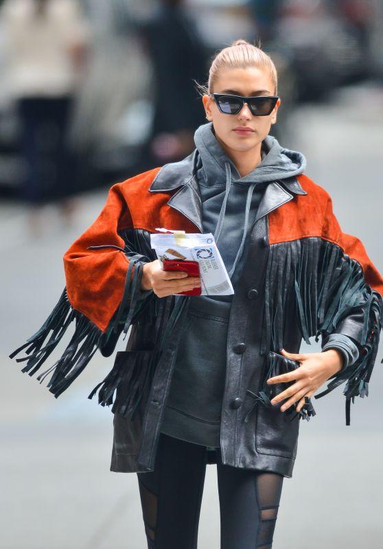 Hailey Baldwin Street Fashion - New York City 05/14/2018