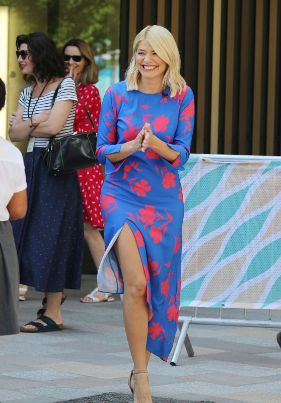 Holly Willoughby - Filming Outside ITV Studios in London 05/08/2018