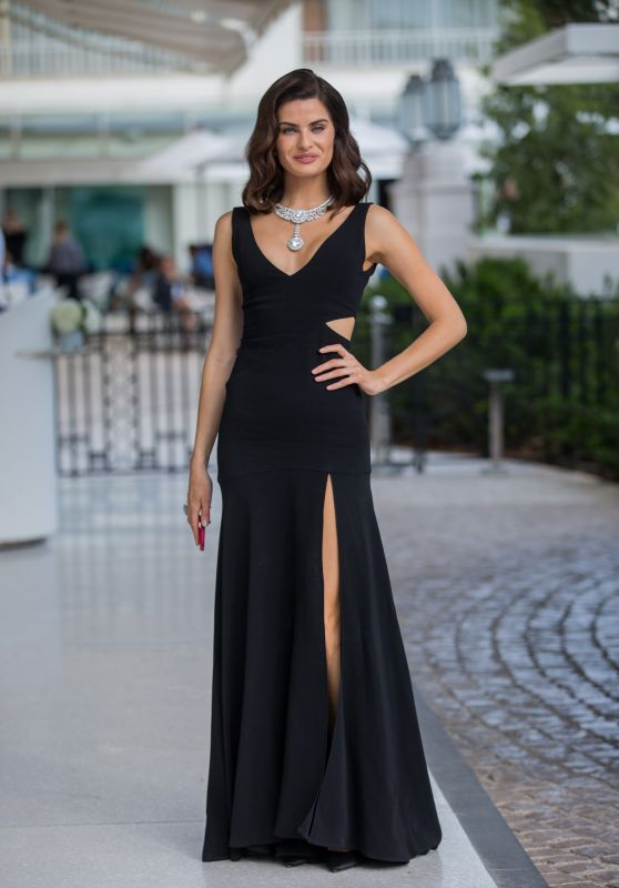 Isabeli Fontana in Front of the Martinez Hotel in Cannes 05/19/2018