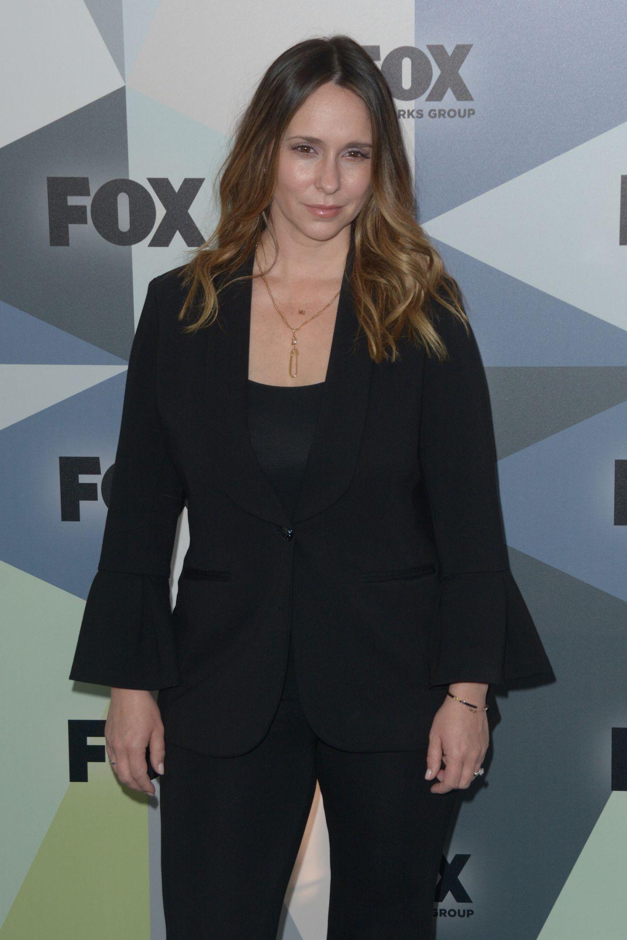 Jennifer Love Hewitt �...