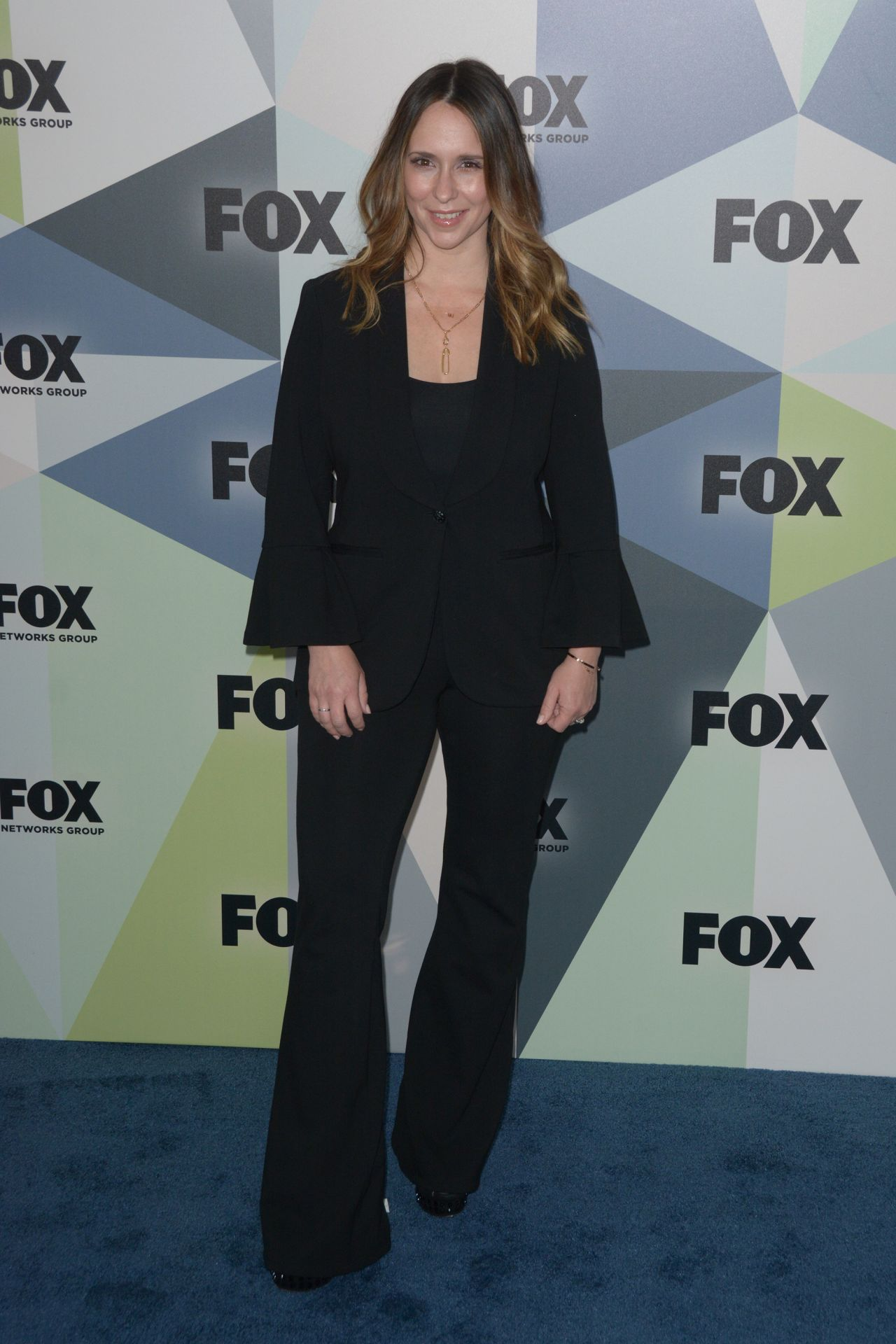 http://celebmafia.com/wp-content/uploads/2018/05/jennifer-love-hewitt-2018-fox-network-upfront-in-nyc-3.jpg