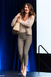 Jewel Staite - Wizard World Philadelphia Comic Con 05/19/2018