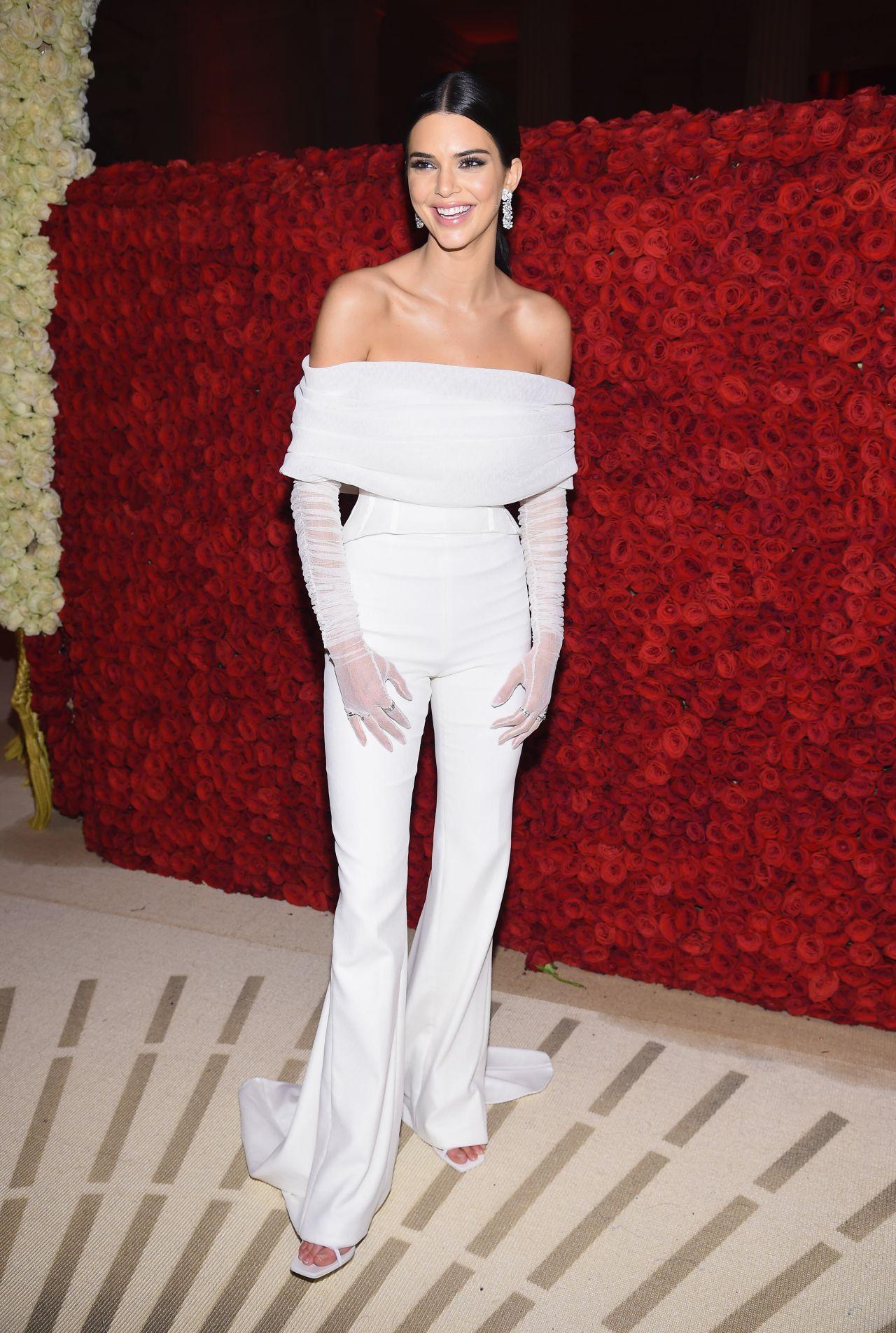Kendall Jenner Fashion Show Paris