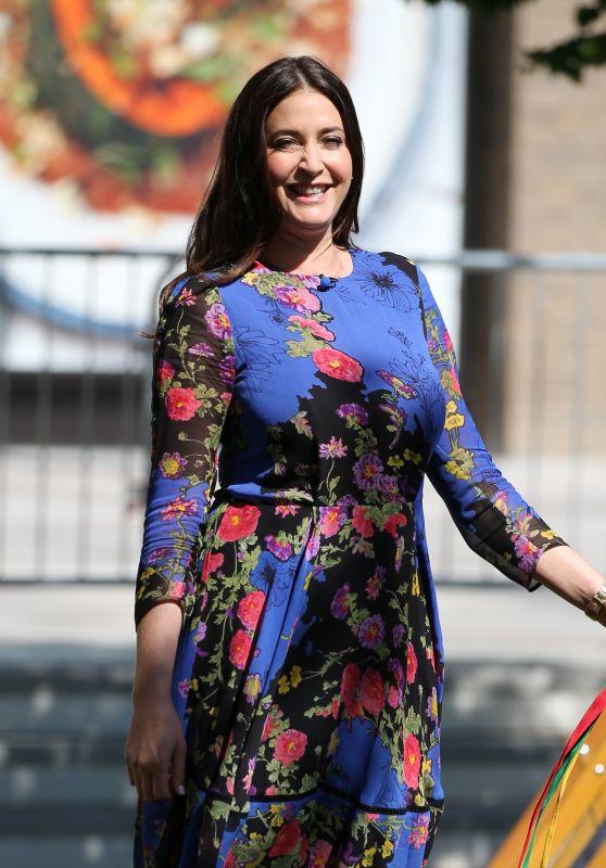 Lisa Snowdon - Filming outside ITV Studios in London 05/01/2018