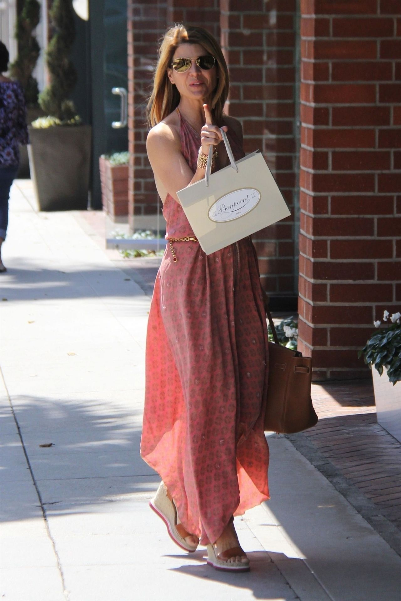 Lori Loughlin Stops By A Nail Salon In Beverly Hills 05 07