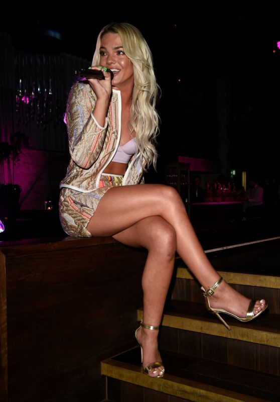 Louisa Johnson - Private Performance in Manchester 05/16/2018