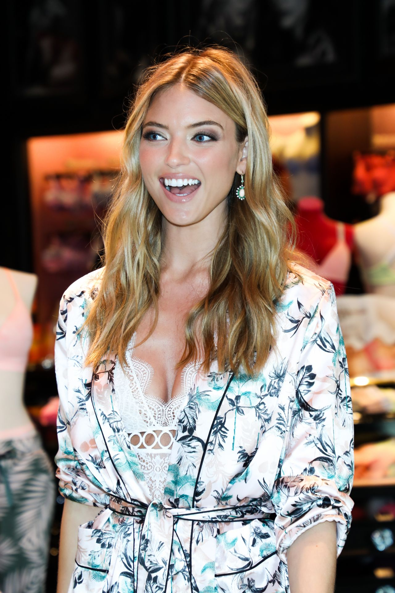Martha Hunt Victoria S Secret New T Shirt Bra Collection