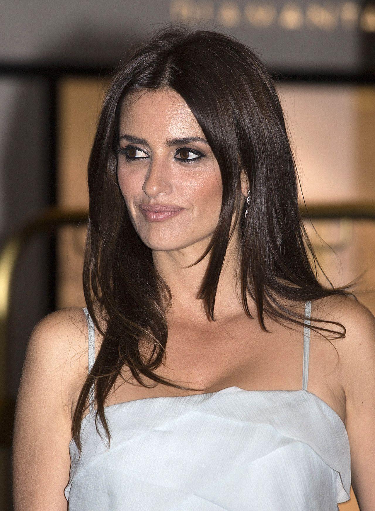 Penelope Cruz Chanel X Vanity Fair Party In Cannes 05 09