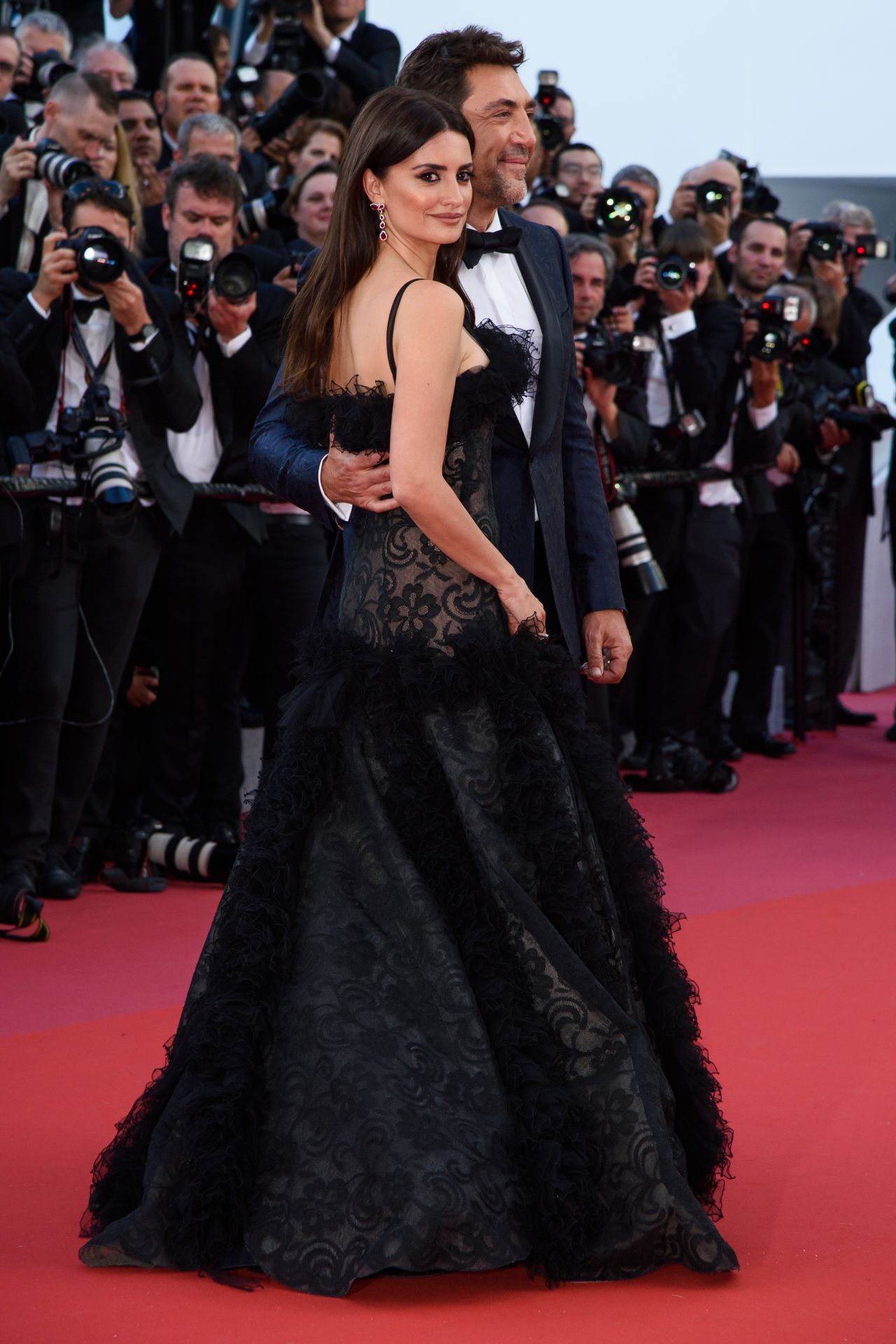 http://celebmafia.com/wp-content/uploads/2018/05/penelope-cruz-everybody-knows-premiere-and-cannes-film-festival-2018-opening-ceremony-6.jpg