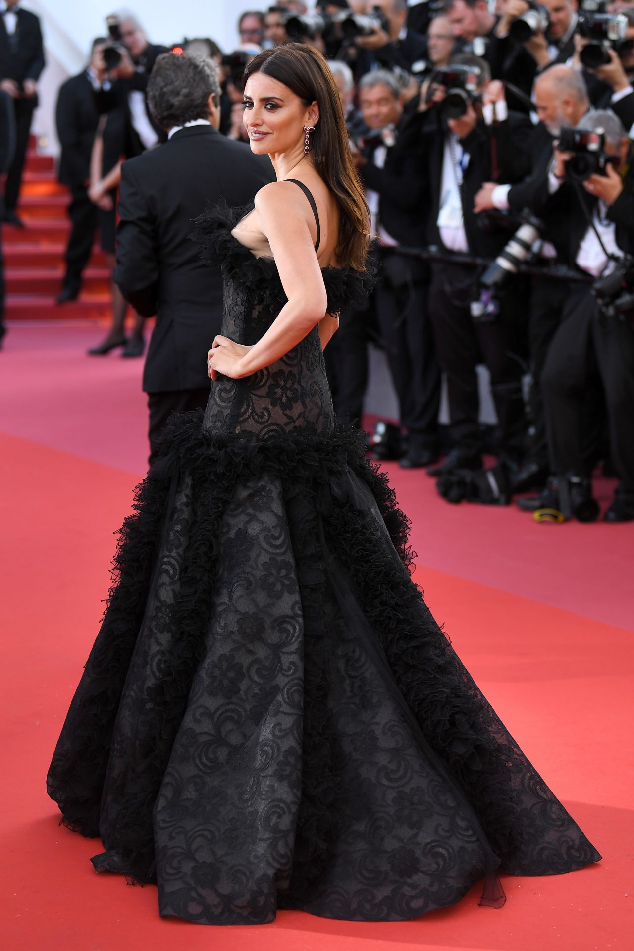 http://celebmafia.com/wp-content/uploads/2018/05/penelope-cruz-everybody-knows-premiere-and-cannes-film-festival-2018-opening-ceremony-7.jpg