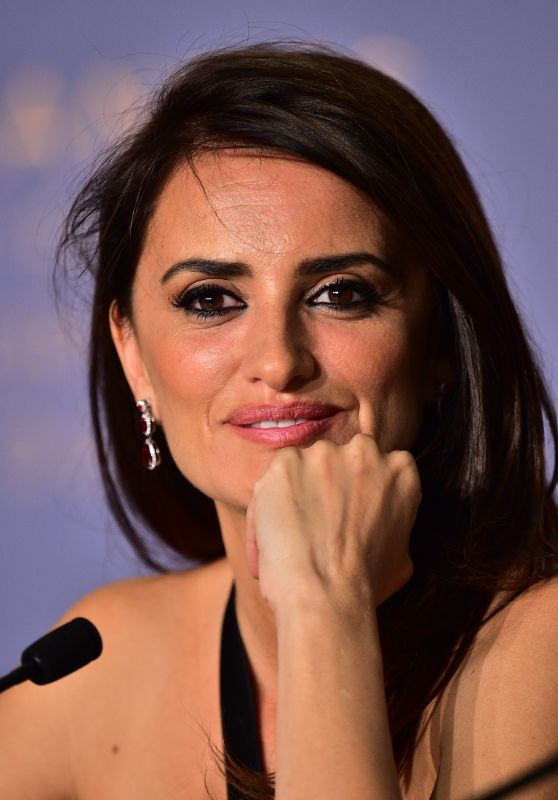 "Penelope Cruz - ""Everybody Knows"" Press Conference at Cannes Film Festival"