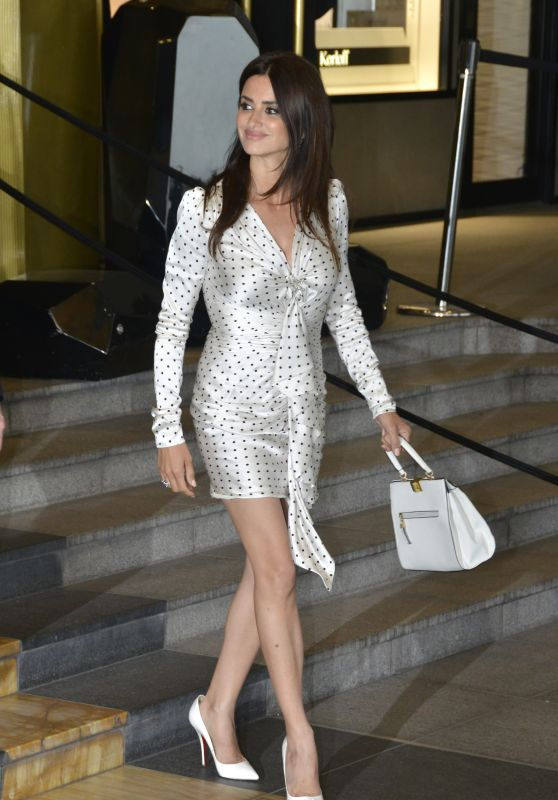 Penelope Cruz - Leaves Hotel Marriott in Cannes 05/09/2018