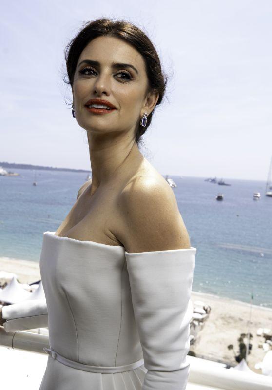 Penelope Cruz - Swarovski Studio Photcall in Cannes 05/10/2018