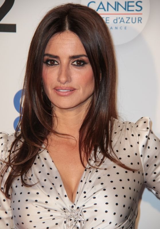 "Penelope Cruz - ""We are not lying"" Photocall at Cannes Film Festival"