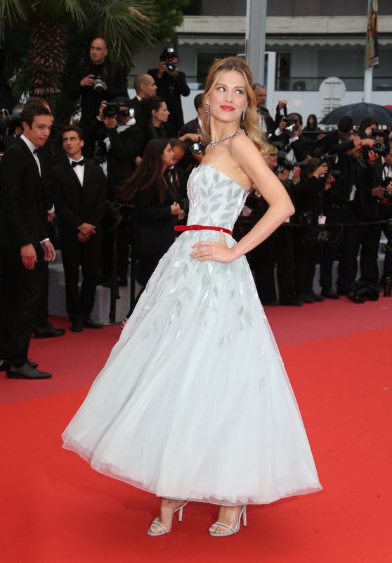 """Petra Nemcova – """"Burning"""" Red Carpet in Cannes"""