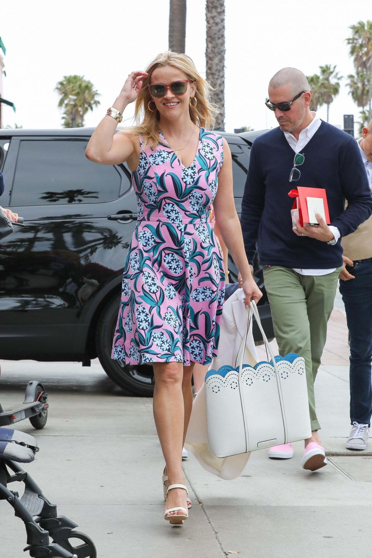 http://celebmafia.com/wp-content/uploads/2018/05/reese-witherspoon-and-ava-phillippe-mother-s-day-brunch-at-ivy-at-the-shore-in-santa-monica-05-13-2018-3.jpg