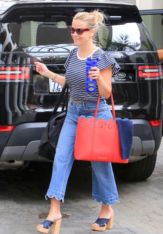 Reese Witherspoon Street Style - Out in Los Angeles 05/10/2018