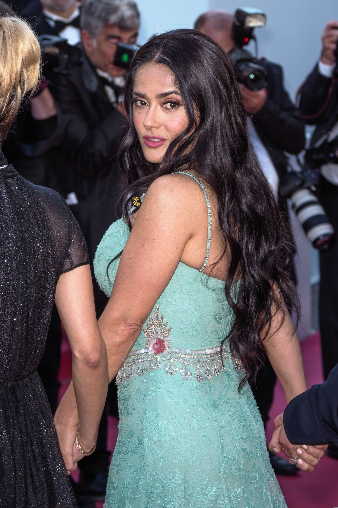 http://celebmafia.com/wp-content/uploads/2018/05/salma-hayek-girls-of-the-sun-premiere-at-cannes-film-festival-8.jpg