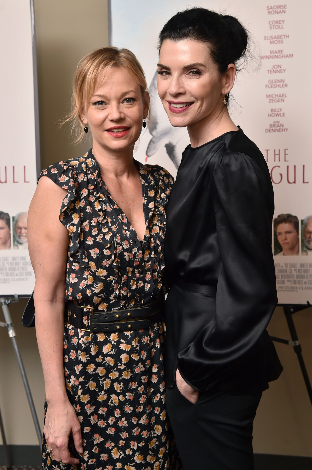 http://celebmafia.com/wp-content/uploads/2018/05/samantha-mathis-and-julianna-marguiles-the-seagull-premiere-in-new-york-05-10-2018-2.jpg