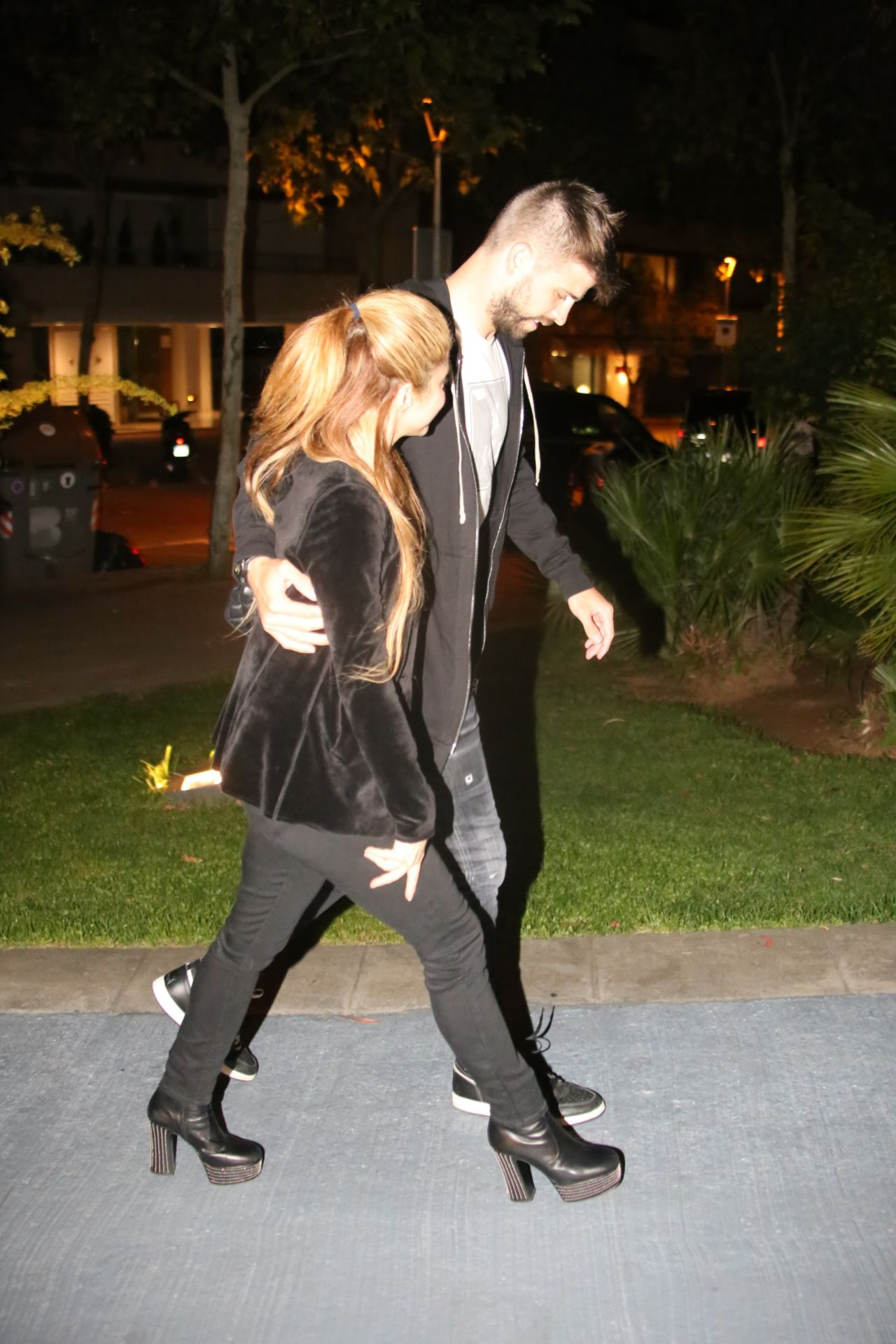 Shakira And Gerard Piqu 233 Our To Dinner In Barcelona 05