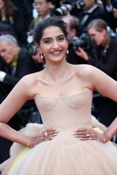 """Sonam Kapoor – """"Solo: A Star Wars Story"""" Red Carpet in Cannes"""