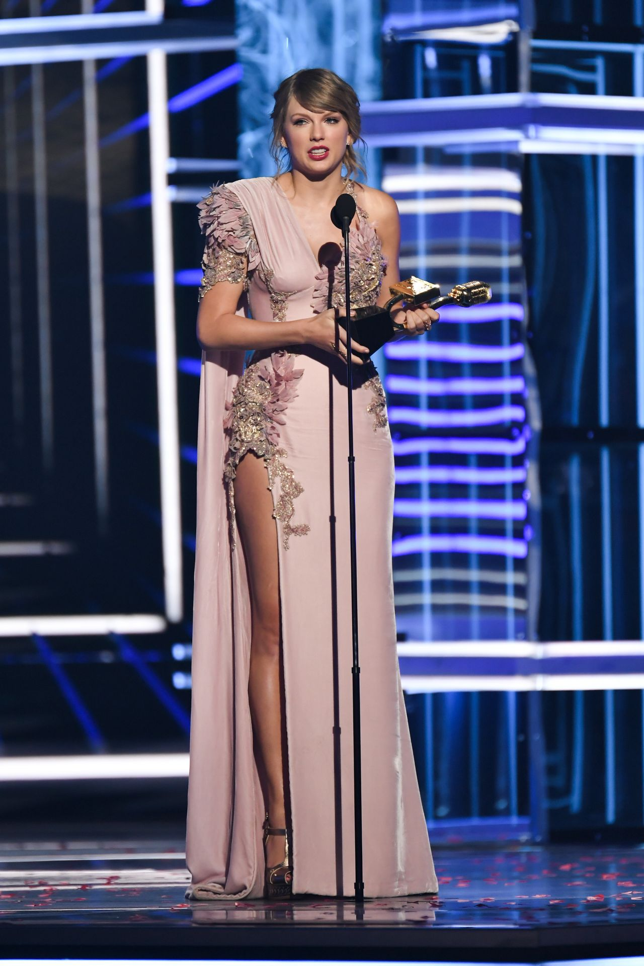 Lamborghini Las Vegas >> Taylor Swift – 2018 Billboard Music Awards in Las Vegas
