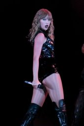 Taylor Swift - Performed at the Rose Bowl in Pasadena05/18/2018
