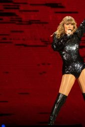 """Taylor Swift - Performs on Her """"Reputation"""" World Tour in Seattle"""