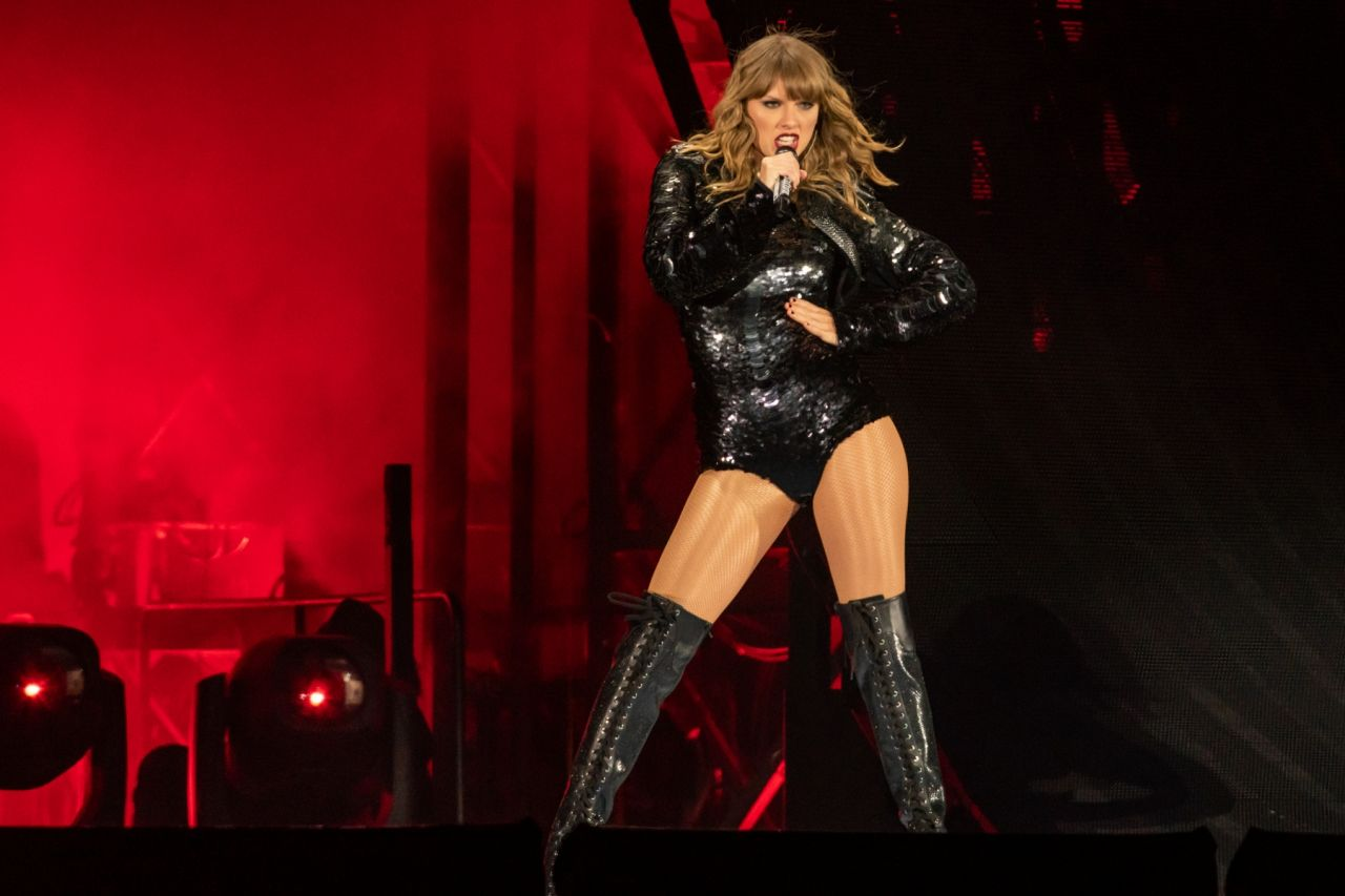 Taylor Swift Performs On Her Quot Reputation Quot World Tour In