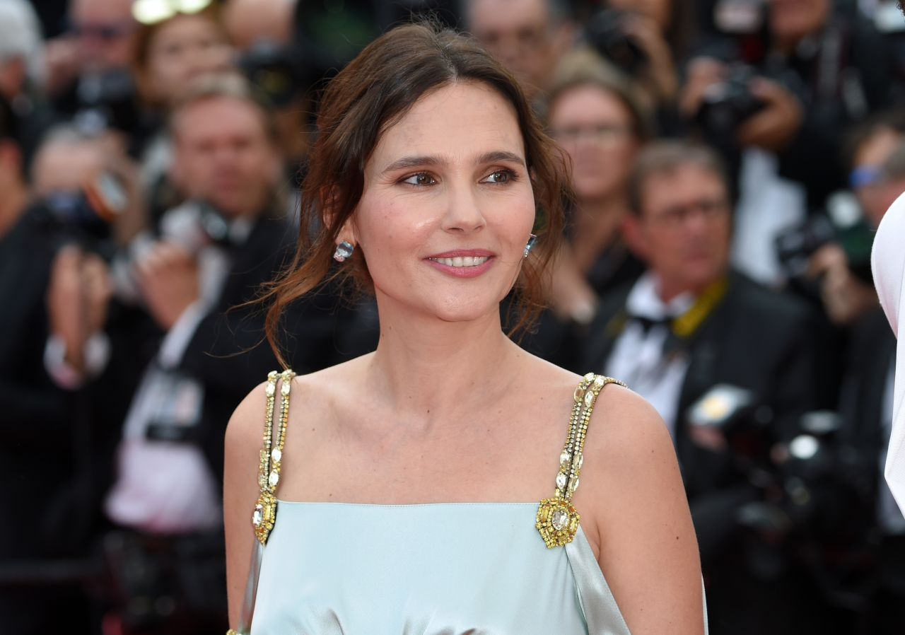 http://celebmafia.com/wp-content/uploads/2018/05/virginie-ledoyen-everybody-knows-premiere-and-cannes-film-festival-2018-opening-ceremony-8.jpg