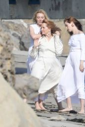 Zoey Deutch, Madelyn Deutch, Lea Thompson - Photoshoot at the Beach in Malibu 05/21/2018