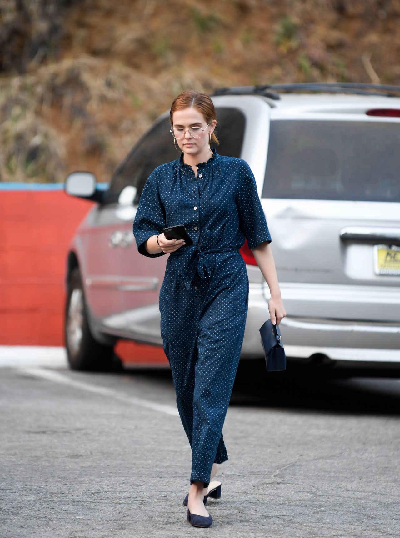 http://celebmafia.com/wp-content/uploads/2018/05/zoey-deutch-out-in-los-angeles-05-22-2018-6.jpg