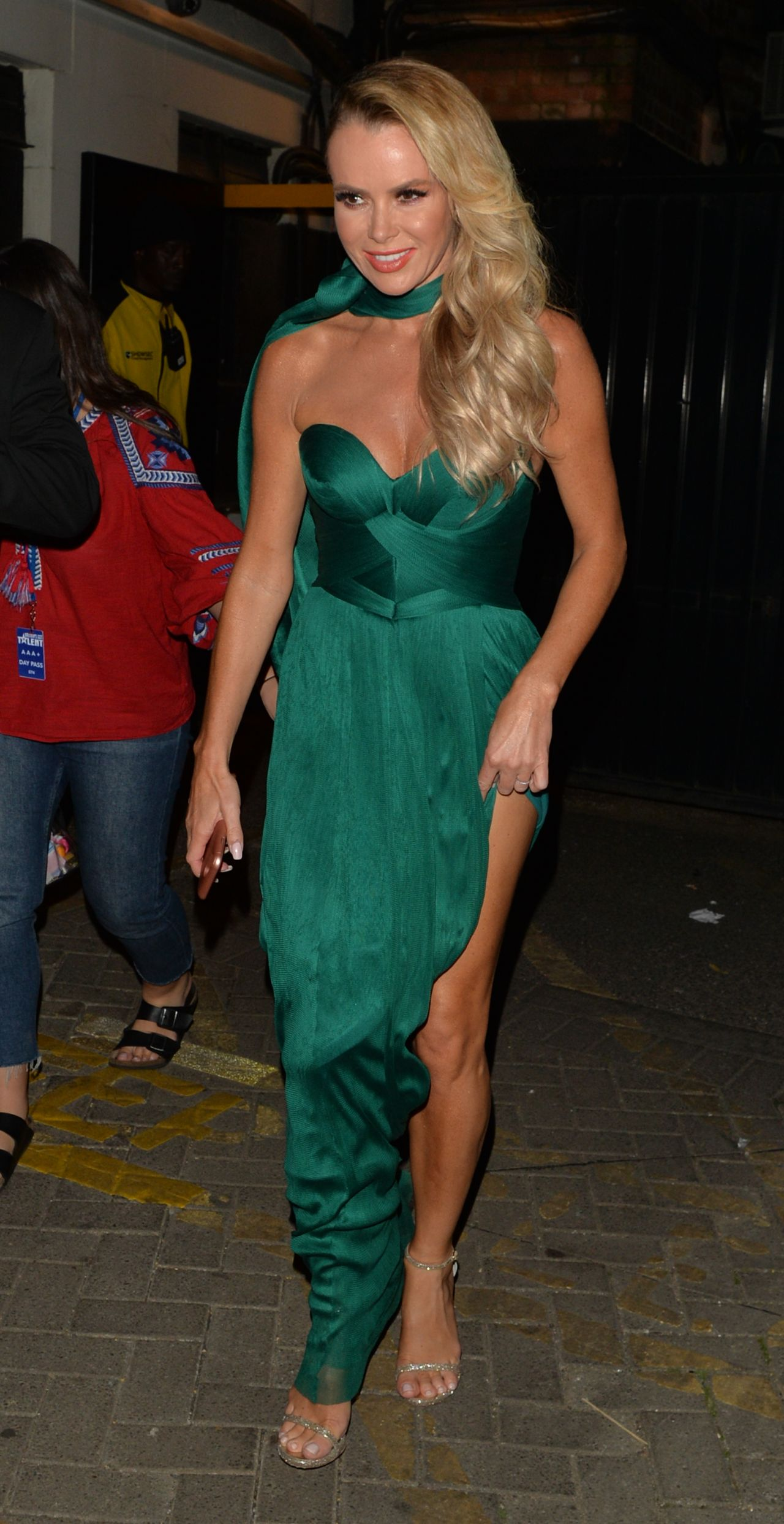 Amanda Holden Leaving The Apollo Theater In London 05 31