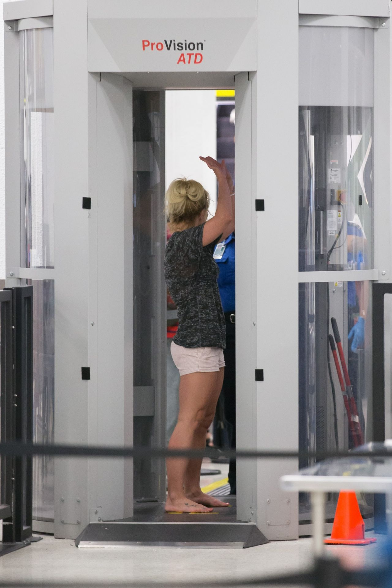 Britney Spears and Boyfriend Sam Asghari - Airport in ... | 1280 x 1918 jpeg 239kB