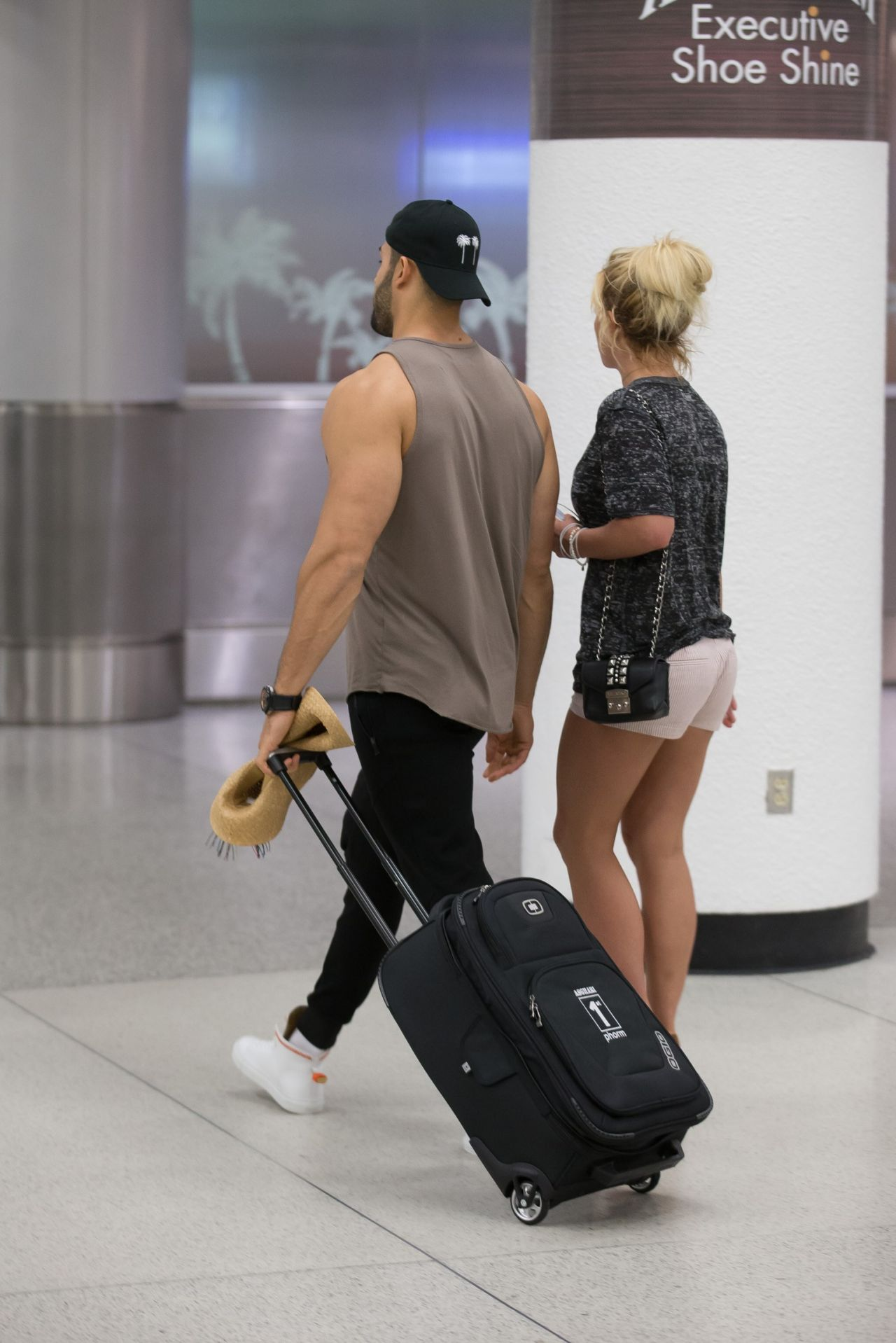 britney-spears-and-boyfriend-sam-asghari-airport-in-miami-06-10-2018-4.jpg