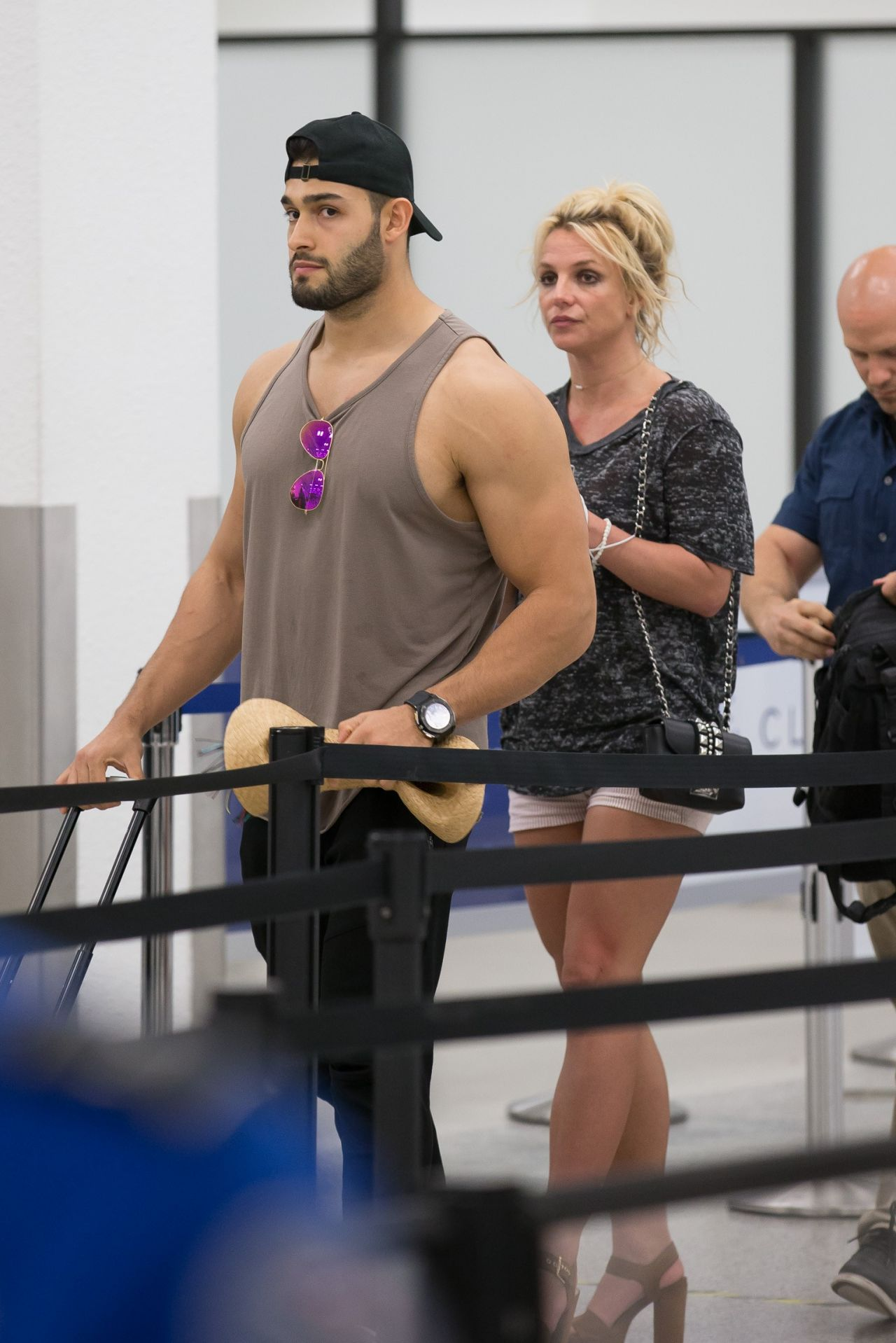 britney-spears-and-boyfriend-sam-asghari-airport-in-miami-06-10-2018-8.jpg