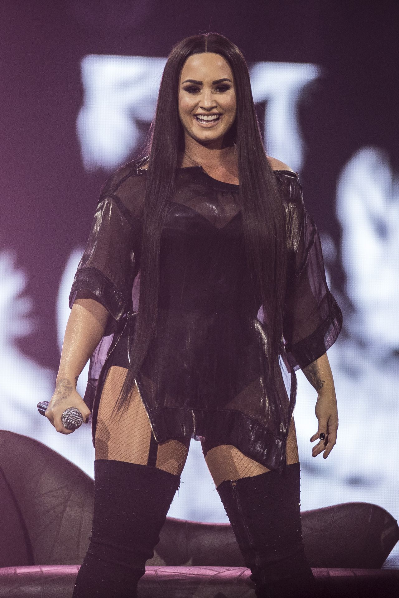 Demi Lovato Performing Live Concert London Lexee Smith Personal Pics