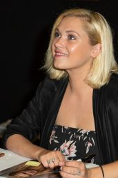 Eliza Taylor - Meet Fans at Supanova Fan Convention in Sydney 06/17/2018