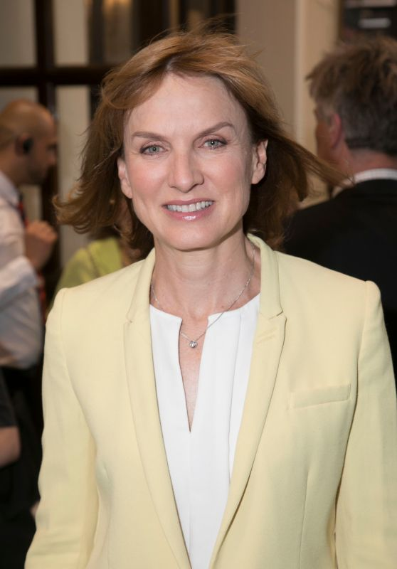 "Fiona Bruce – ""The Jungle"" Special Gala Performance in London"