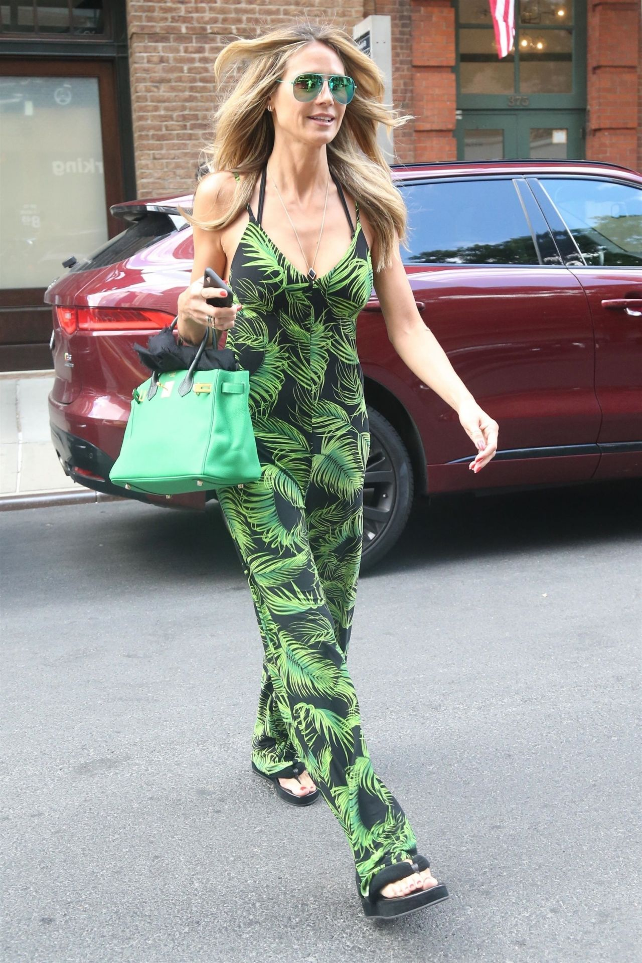heidi-klum-leaves-an-office-building-in-nyc-06-25-2018-12.jpg