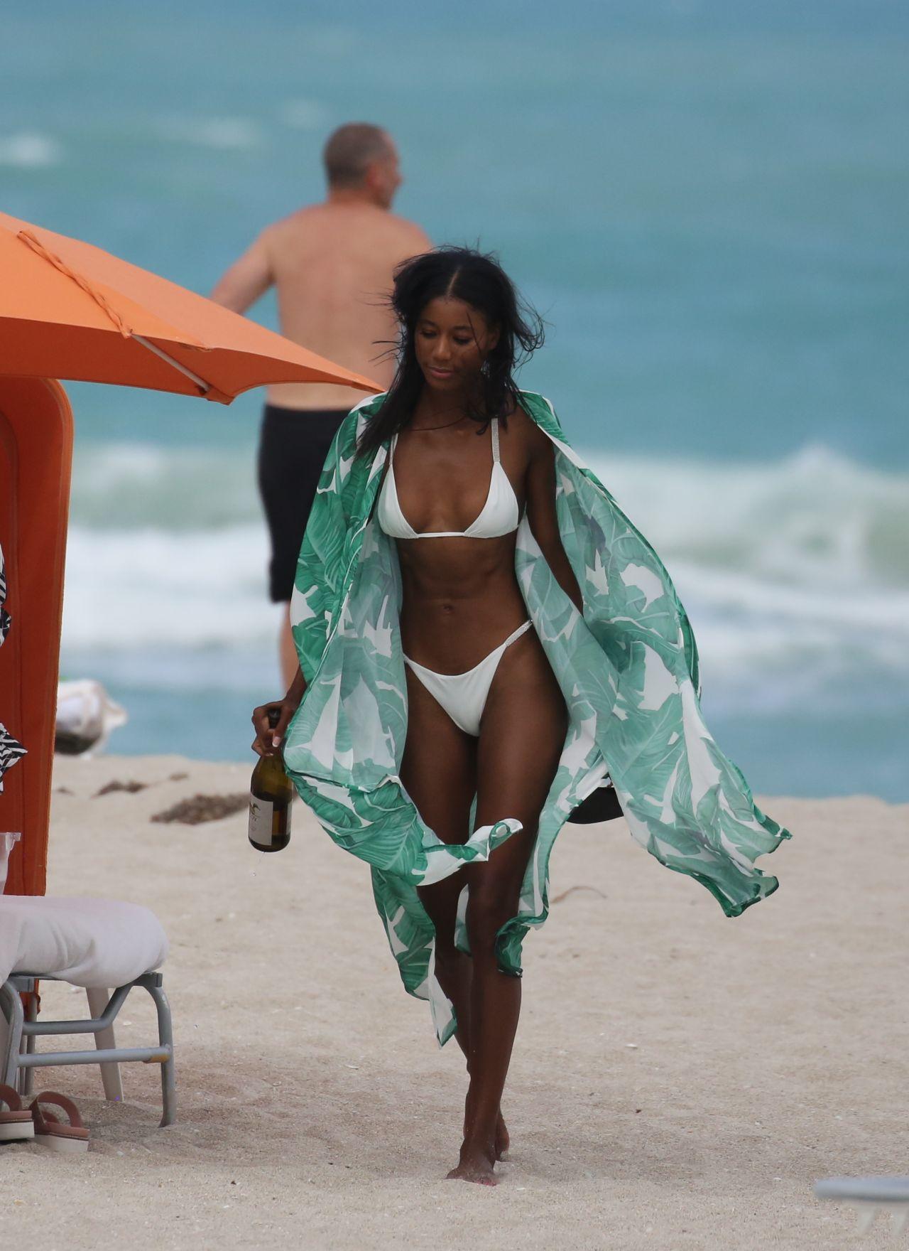 Jazzma Kendrick In A White Bikini At The Beach In Miami 06