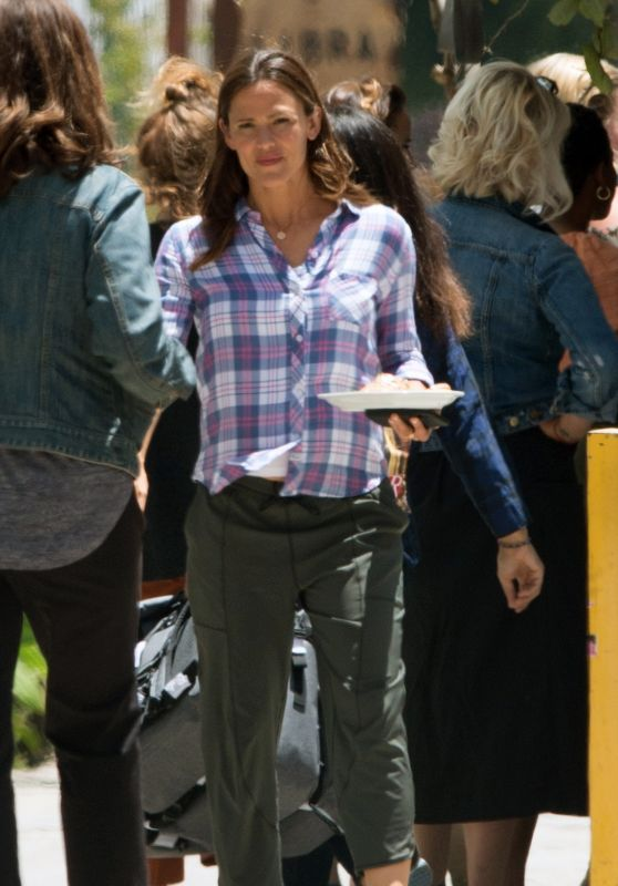 Jennifer Garner - Filming the HBO Series Camping in LA 06/25/2018