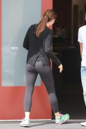 Jennifer Garner in Leggings Out in Santa Monica 06/15/2018