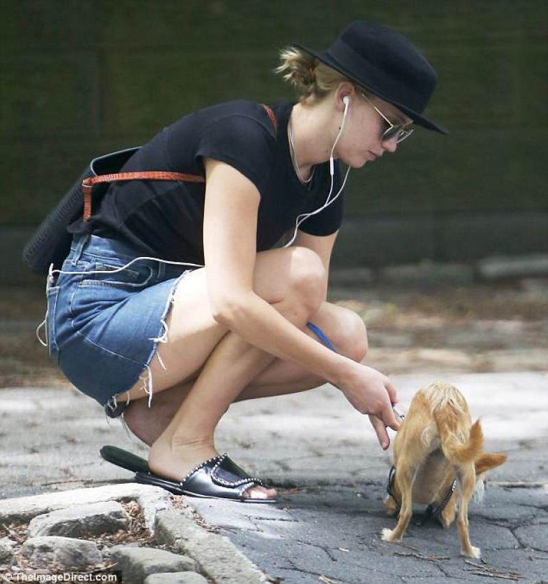 jennifer-lawrence-walking-her-dog-in-nyc-06-25-2018-1.jpg