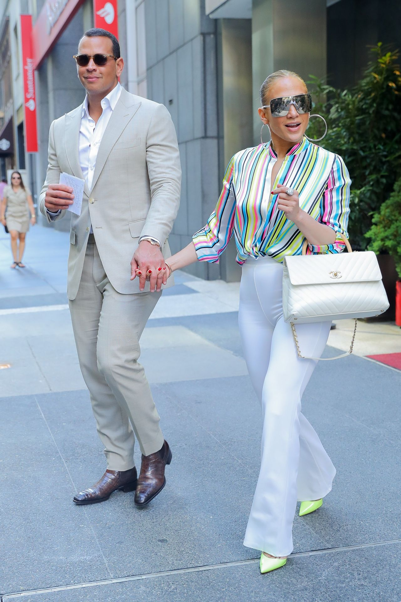 jennifer-lopez-and-alex-rodriguez-leaving-the-casa-lever-in-nyc-06-29-2018-12.jpg