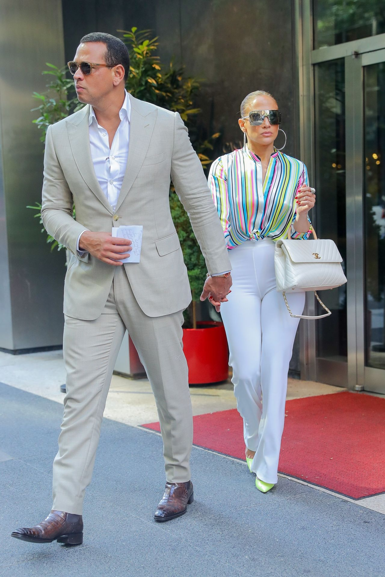 jennifer-lopez-and-alex-rodriguez-leaving-the-casa-lever-in-nyc-06-29-2018-2.jpg