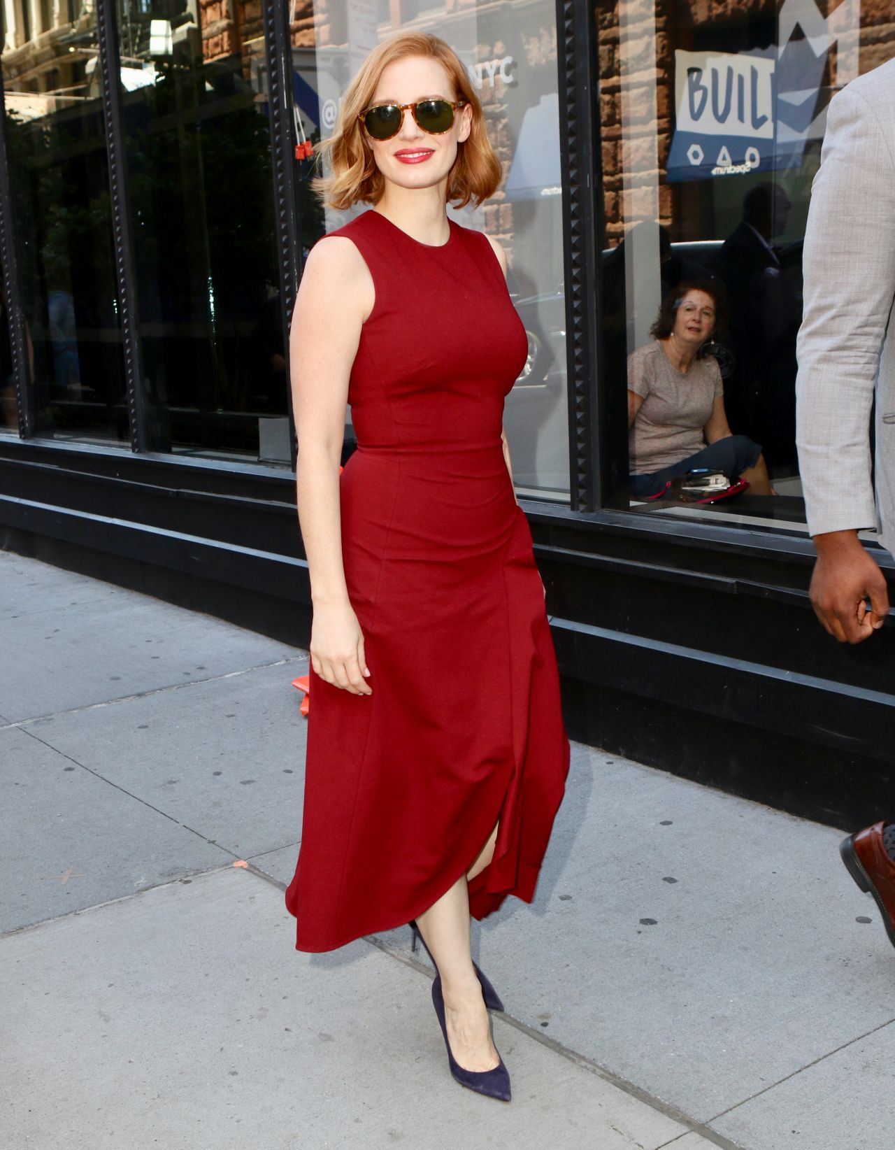 https://celebmafia.com/wp-content/uploads/2018/06/jessica-chastain-arriving-to-appear-on-the-view-and-buid-series-in-nyc-06-26-2018-8.jpg