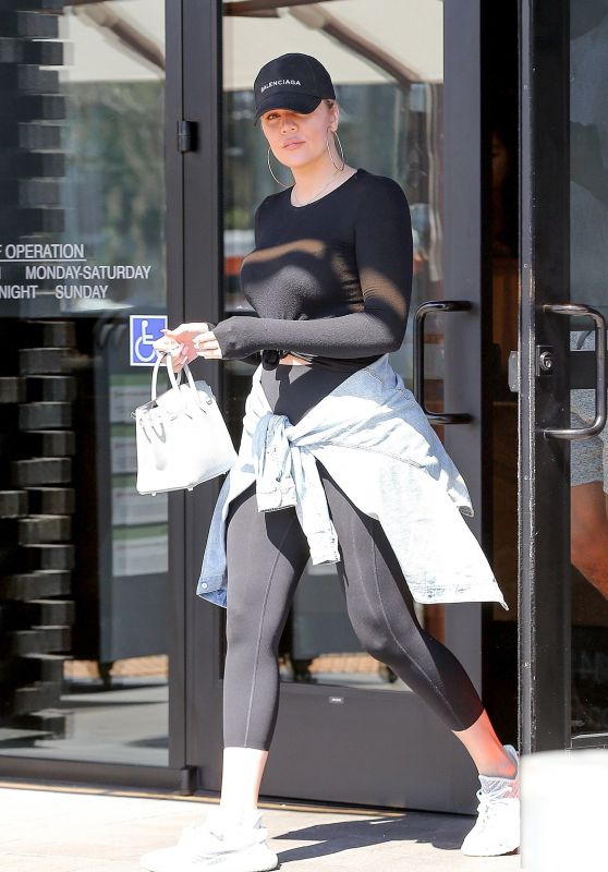 Khloe Kardashian - Grabbing Lunch in LA 06/20/2018