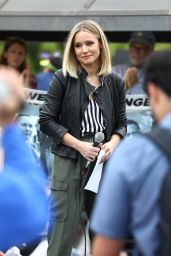 Kristen Bell - Makes Powerful Speech at the Keep Families Together Rally and Toy Drive in LA