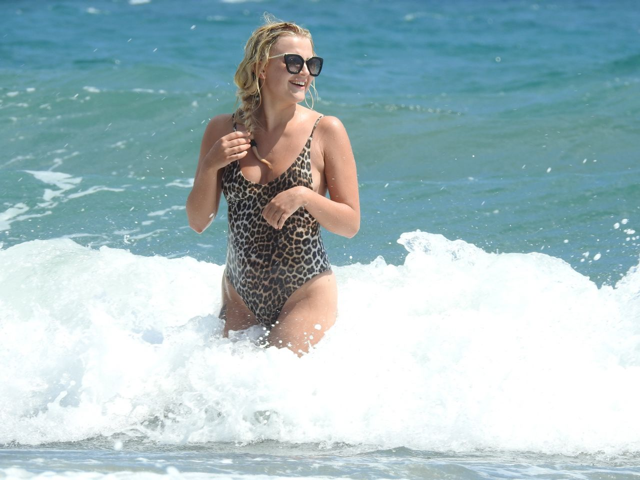 Bikini Lucy Fallon nudes (13 photo), Tits, Paparazzi, Feet, swimsuit 2019